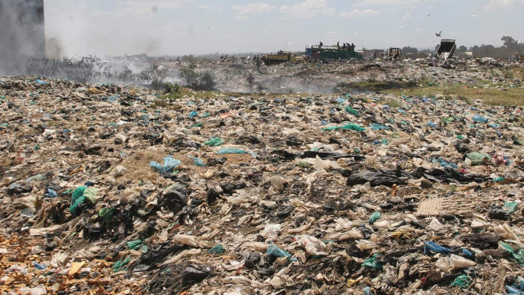 trucks_offload_garbage_at_dandora_waste_site_one_of_africas_biggest_garbage_dumps_in_na-mr_uoerztv